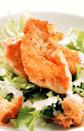 Ensalada crujiente César: receta saciante y refrescante
